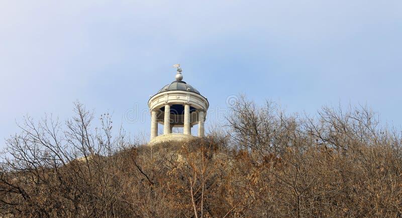 在Mashuk山的Aeolus竖琴 Pyatigorsk地标和Monumen 免版税库存图片