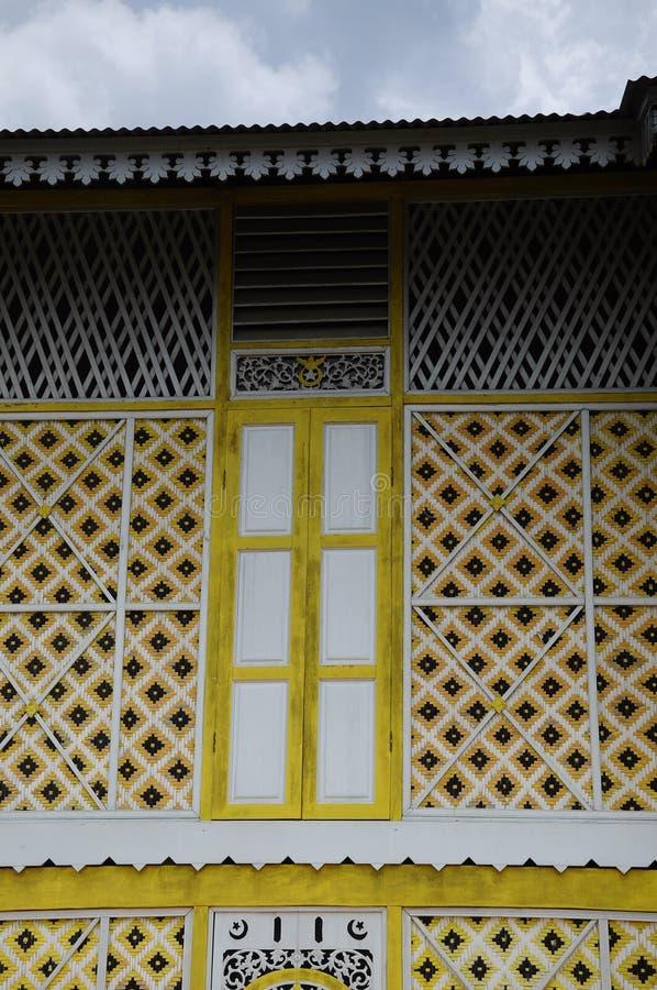 在Masjid在瓜拉江沙县的Ihsaniah Iskandariah的窗口细节 库存照片