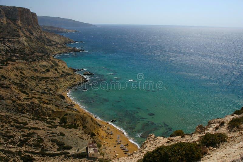 在matala海湾附近的红色海滩在海岛克利特上 免版税库存照片