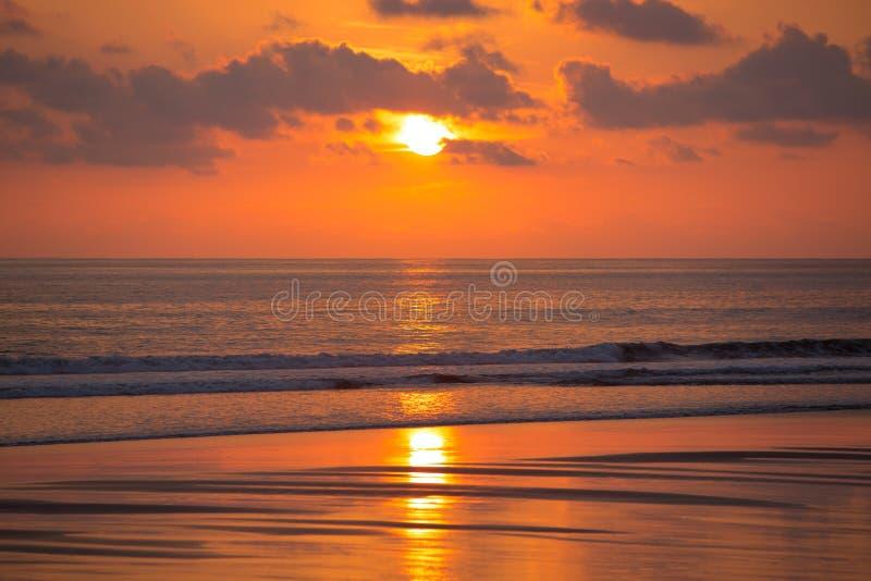 在Matapalo海滩的日落在哥斯达黎加 免版税图库摄影