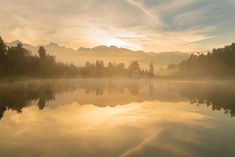 在Mathson湖Aoraki库克山国家公园新西兰的日出 库存图片