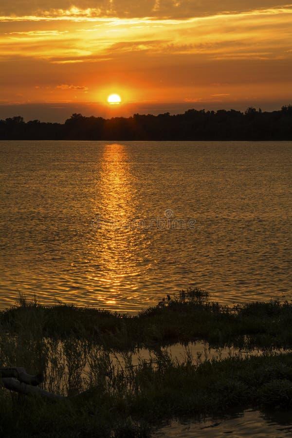 在Maumee河的日落 库存照片