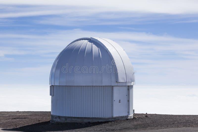 在Mauna Kea的小的观测所/望远镜 免版税库存图片