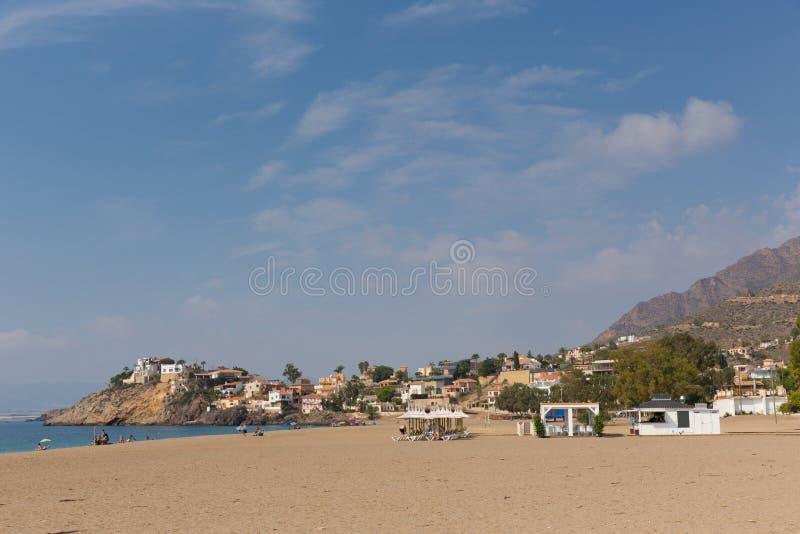 在Mazarron穆尔西亚西班牙附近的Playa de Bolnuevo海滩 库存图片
