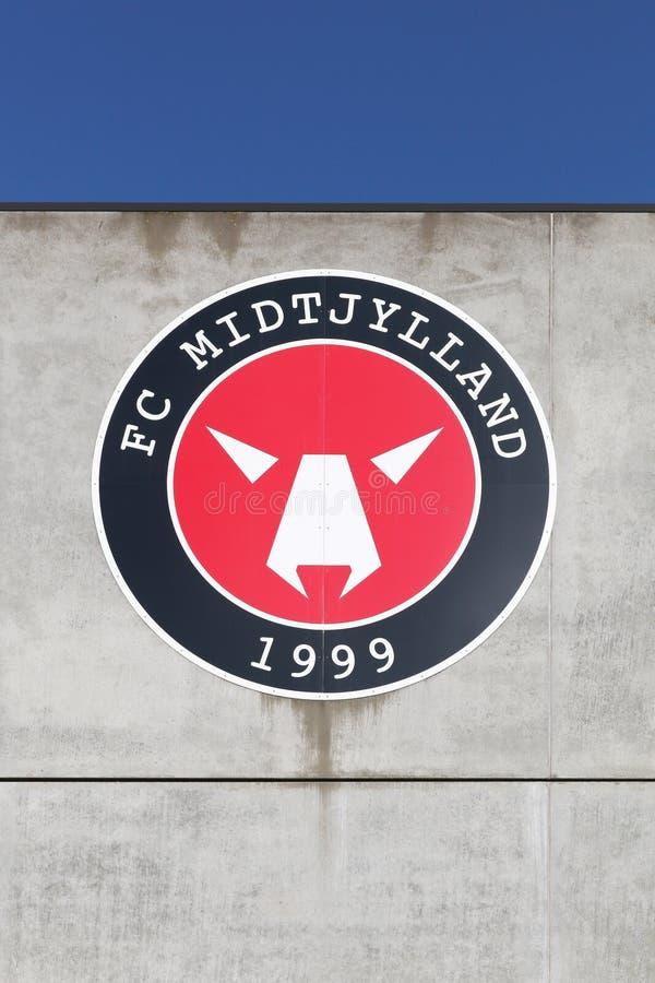 在MCH竞技场的墙壁上的FC Midtjylland商标 免版税图库摄影