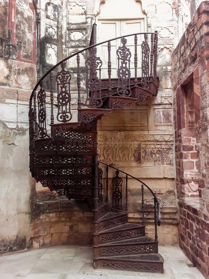 在Mehrangarh堡垒的美丽的楼梯,乔德普尔城,印度 免版税库存图片