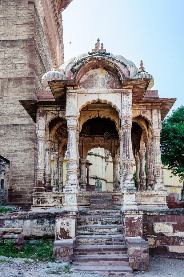 在Mehrangarh堡垒,拉贾斯坦,乔德普尔城,印度的印度寺庙 免版税库存图片