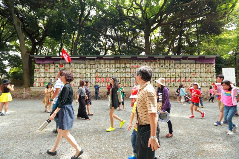 在Meiji Jingu的缘故桶祀奉在Harajuku 免版税库存照片