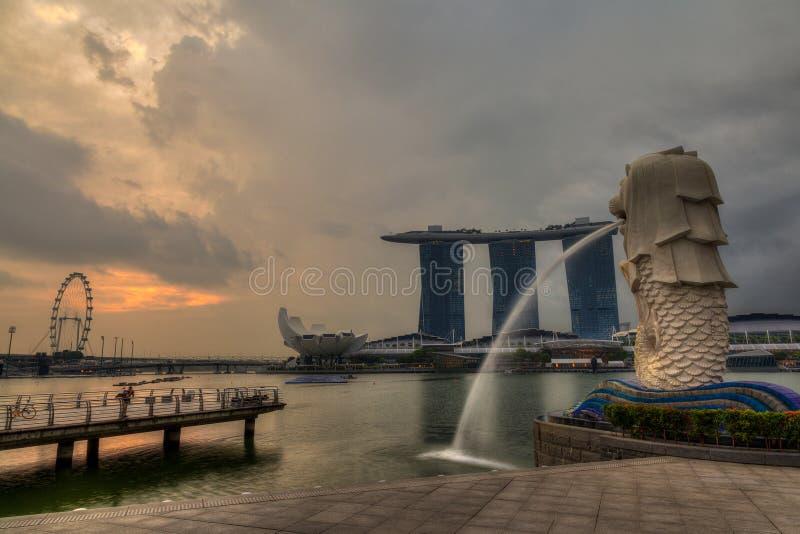 在Merlion公园的日出在新加坡 图库摄影