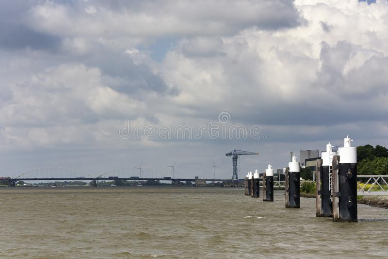 在Merwede河的看法,在霍林赫姆附近在荷兰 库存照片