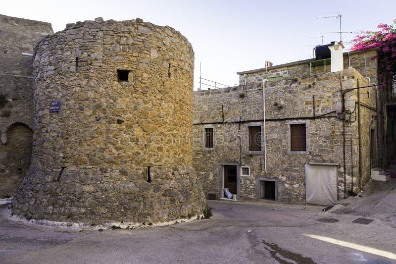 在Mesta村庄防御墙壁在希俄斯海岛,希腊 免版税库存图片