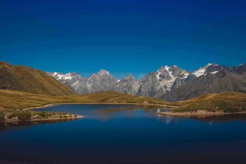 在Mestia附近的Koruldi湖在上部Svaneti地区,乔治亚 免版税库存图片