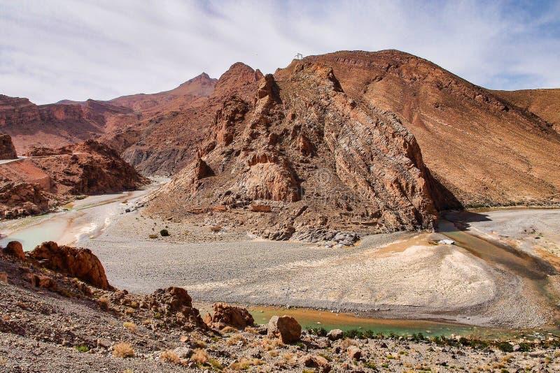 在Midelt abd伊尔富德之间的摩洛哥山风景 库存图片