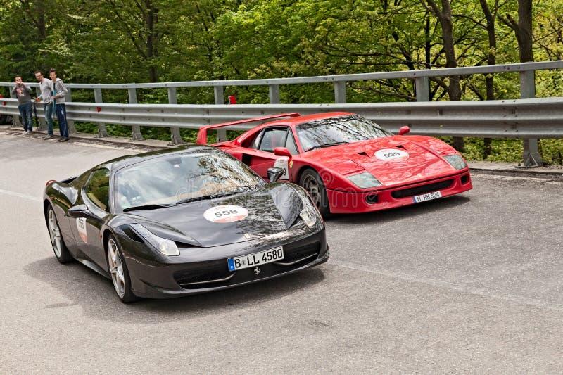 在Mille miglia的法拉利F40和458蜘蛛2013年 免版税库存图片