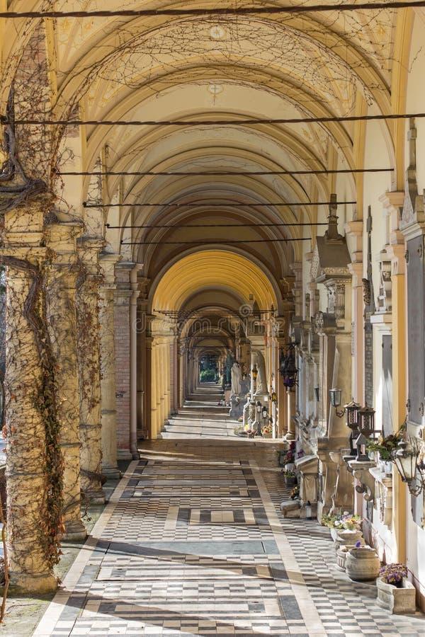 在Mirogoj公墓的拱廊在萨格勒布,克罗地亚 库存图片