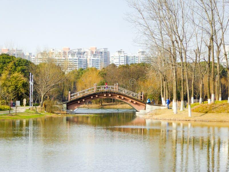 在Mirror湖上的一座桥梁 免版税库存图片