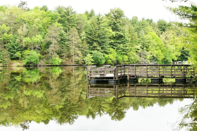 在Mirror湖国家公园的码头在威斯康辛 免版税图库摄影