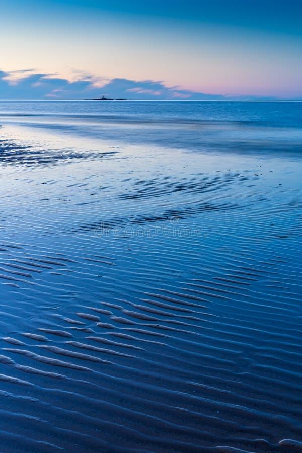 在Moelfre, Anglesey北部威尔士附近的LLigwy海滩 免版税库存图片