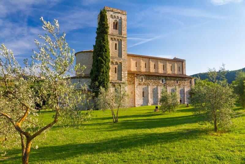 在Montalcino,托斯卡纳,意大利附近的Sant Antimo修道院 库存图片