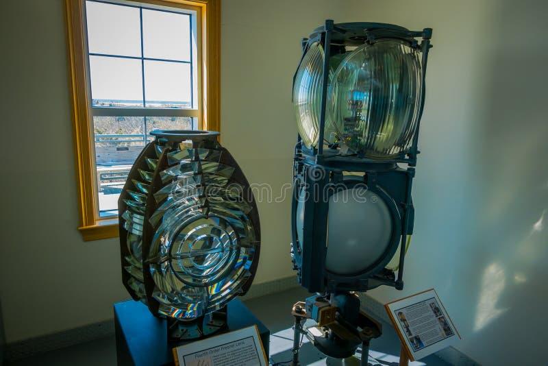 在Montauk点灯塔的菲涅耳透镜灯室内看法在长岛,纽约边缘  免版税库存照片