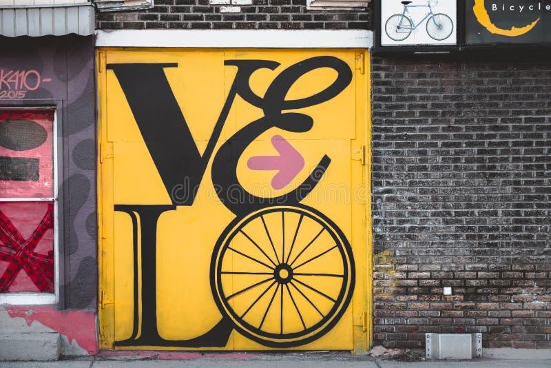 在Montréal strret的美好的街道画  免版税库存图片
