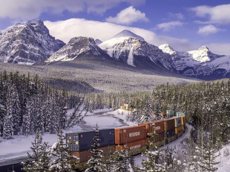 在Morant ` S形曲线的火车 库存图片