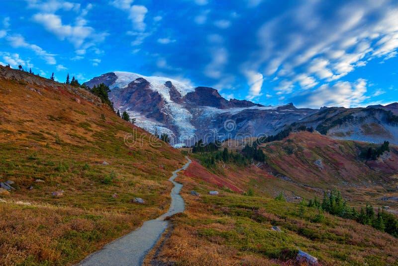 在Mt的秋天足迹 更加多雨的国家公园,华盛顿州 免版税库存图片