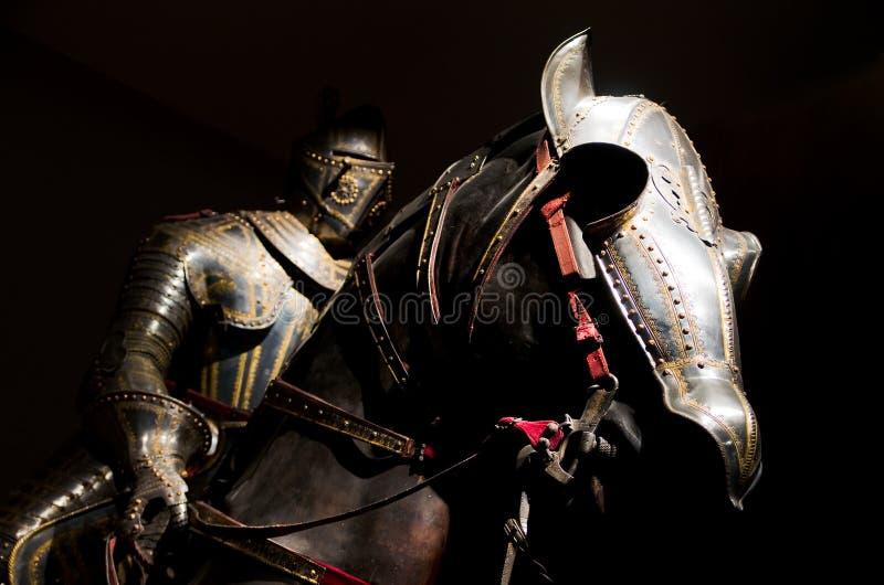 在Musee de l'Armee,巴黎的骑士和马装甲 库存图片