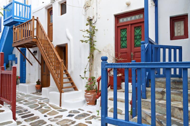 在Mykonos海岛的街道在希腊 图库摄影