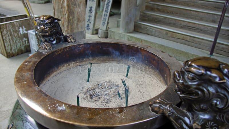 在Nachi的Incence燃烧器在日本落Seiganto籍寺庙 库存图片