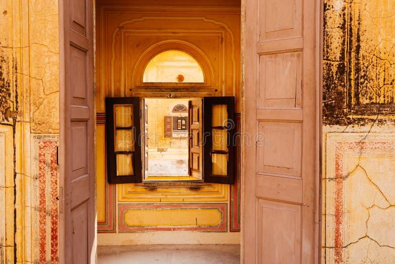 在Nahargarh堡垒的门在斋浦尔,印度 免版税库存图片