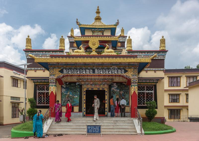 在Namdroling佛教徒修道院, Coorg印度的塔拉寺庙 免版税库存图片