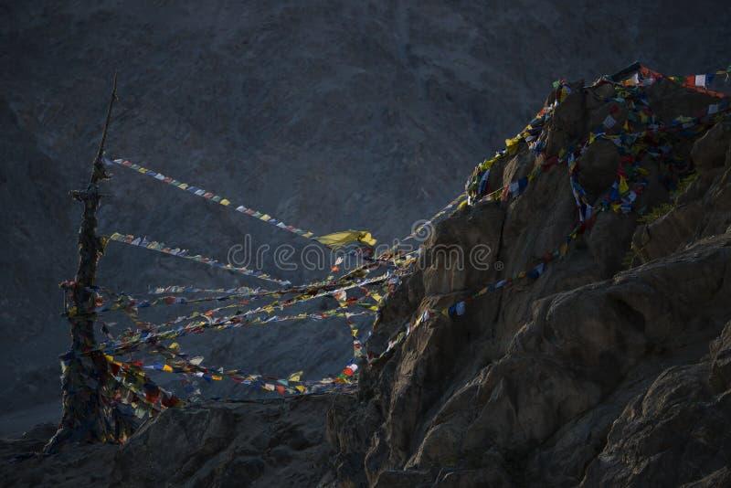 Download 在Namgyal Tsemo修道院上面的球员旗子在日落期间的 Ldakh,印度 库存图片 - 图片 包括有 日落, 佛教: 59108931