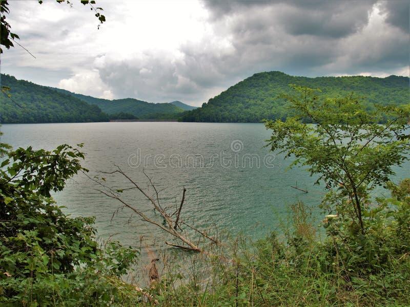 在Nantahala湖的暴风云 免版税库存图片