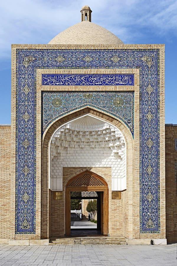在Naqshbandi madrasah布哈拉的门 库存图片