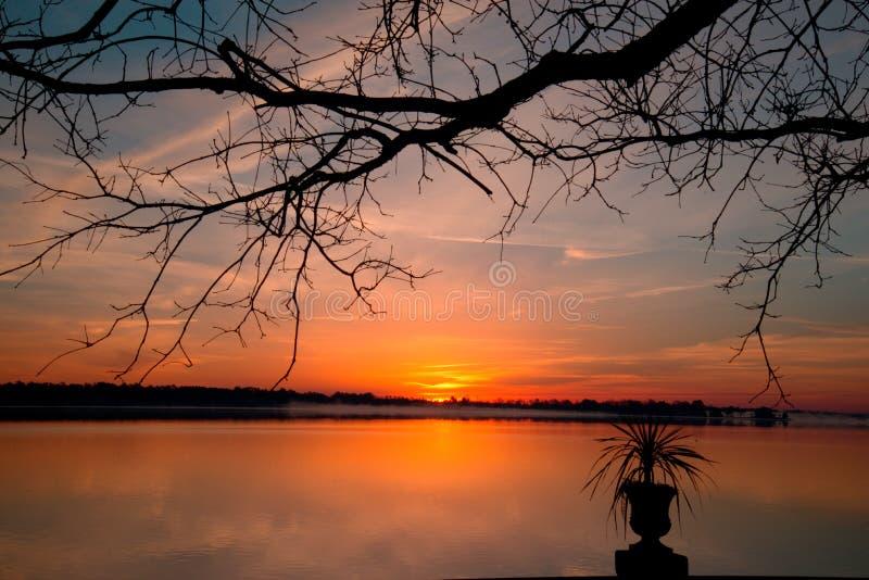 在Neuse河新的伯尔尼, NC的日出 库存照片