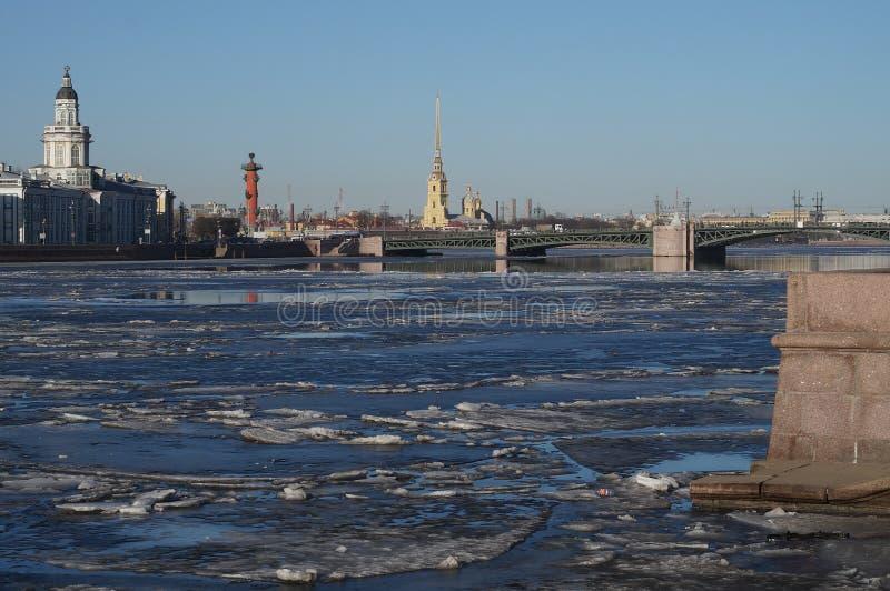 在Neva的冰偏差 图库摄影
