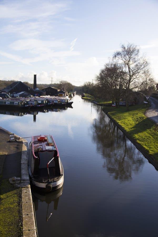 在Norbury连接点的运河驳船在萨罗普郡,英国 图库摄影