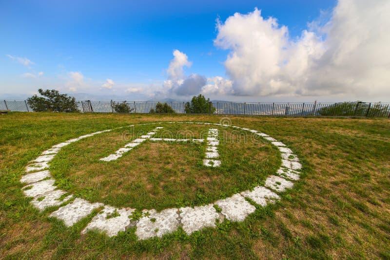 在Nostra在热那亚附近的夫人della瓜迪亚圣所的直升机场  库存照片