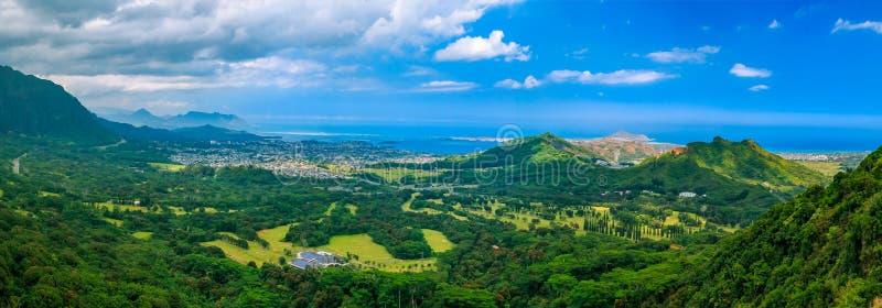 在Nu ` uanu梵语监视绿色山的HDR全景在Oah 免版税图库摄影