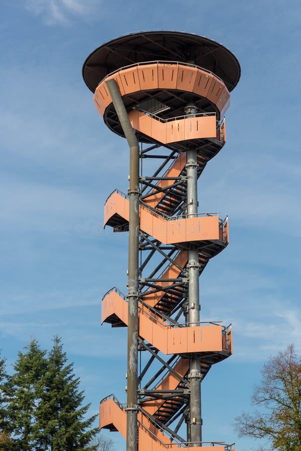 在Nunspeet森林,荷兰里观看塔 图库摄影