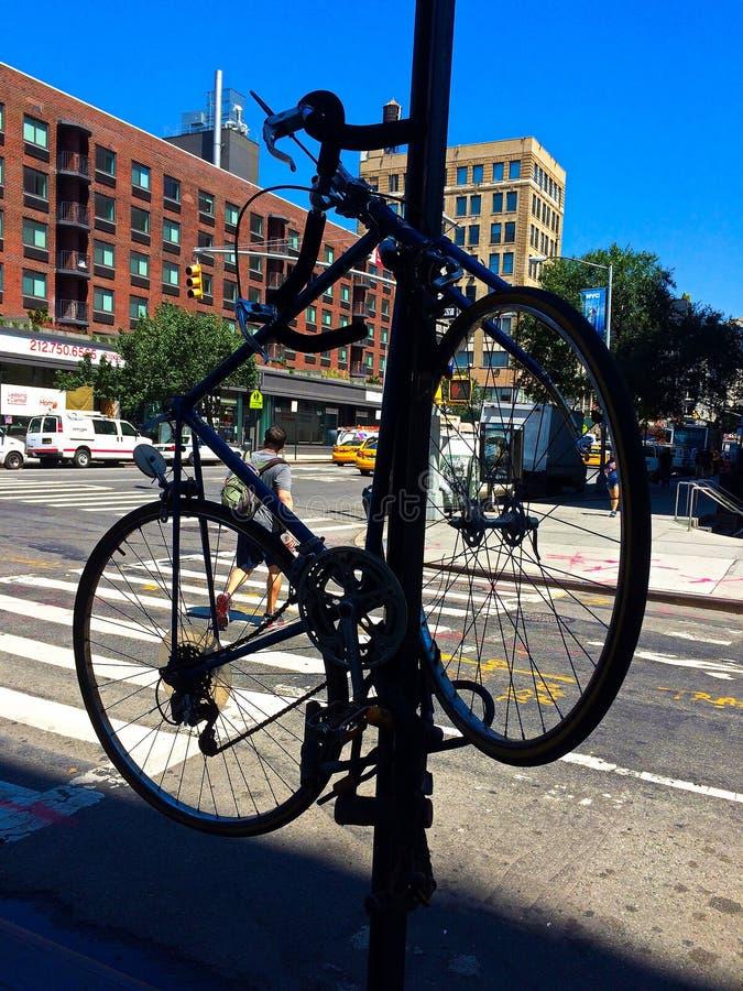 在NYC的安全自行车停车处 库存照片