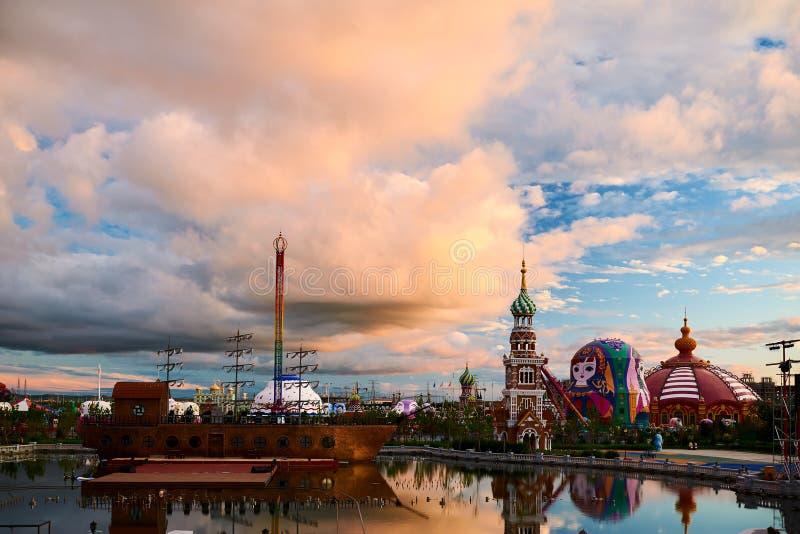 在NZH满洲里日落matryoshka正方形的美好的cloudscape  免版税库存图片