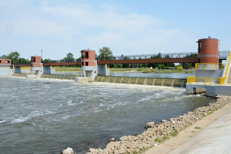 在Odra河的测流堰 库存照片