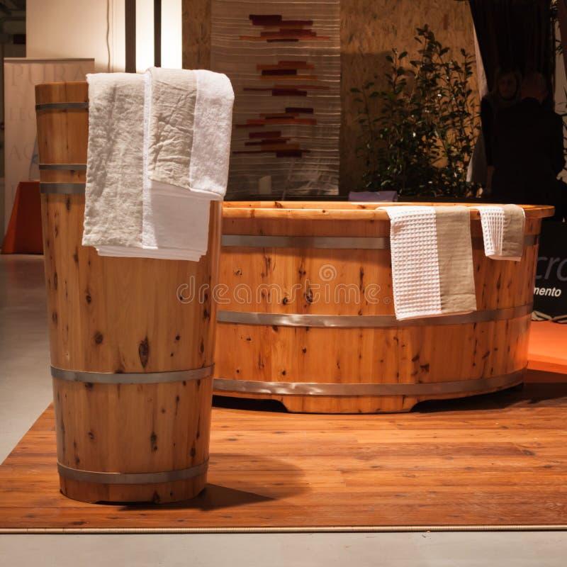 在Olis节日的木浴盆在米兰,意大利 库存图片