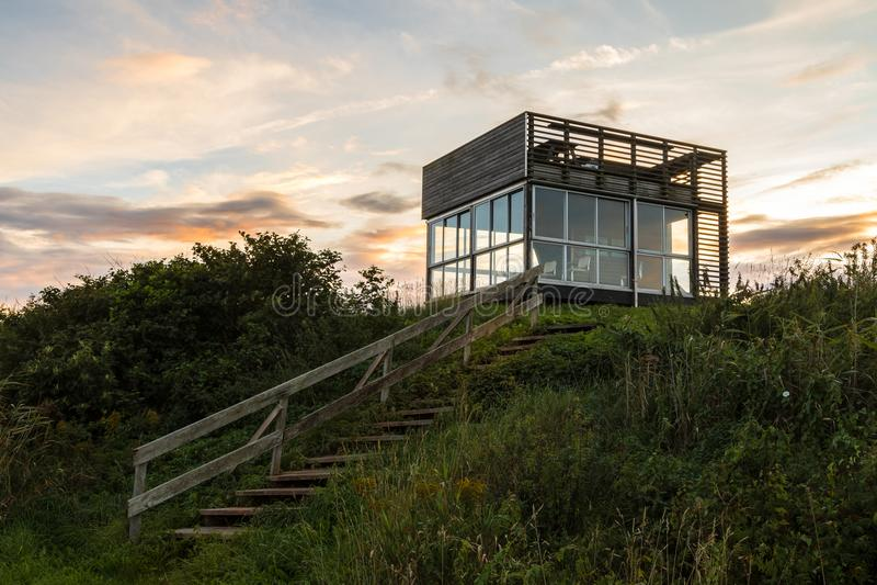 在Ora自然保护的观鸟塔在腓特烈斯塔,挪威 库存照片