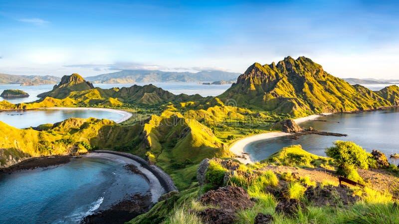 在Padar海岛上的早晨光 免版税库存图片