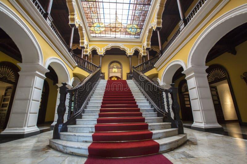 在Palace大主教的殖民地楼梯在利马,秘鲁 免版税库存图片