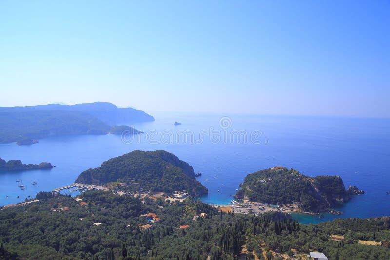 在Paleokastritsa的看法在科孚岛海岛上 图库摄影