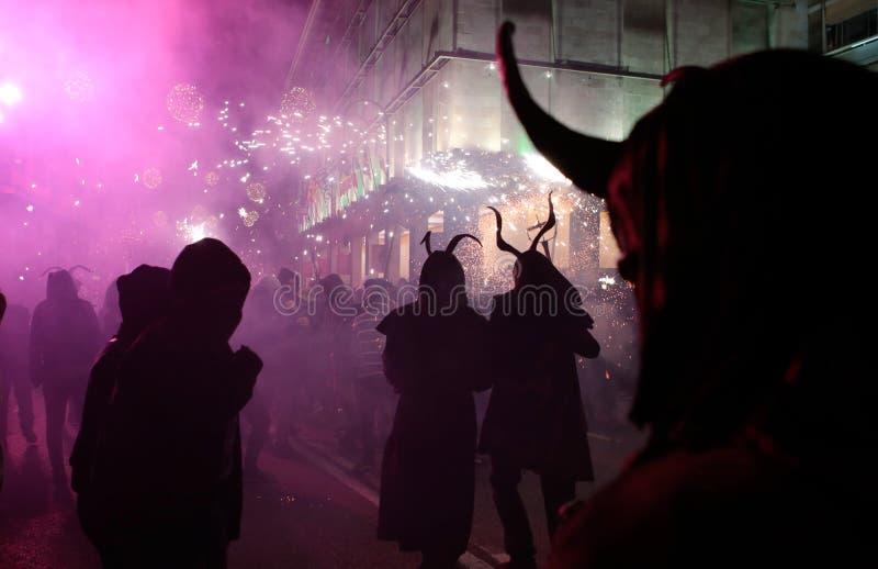 在palma的Correfoc在圣Sebastian地方赞助人庆祝期间关闭 免版税图库摄影